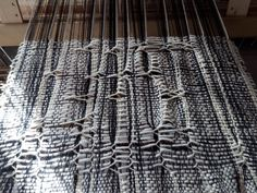 Reedless weaving, warp is jumping Loom Weaving, Textile Artists, Inventions, Colors, Home Decor, Style, Homemade Home Decor, Loom Knitting