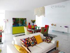 We like the colorful side of life.    Gostamos do lado colorido da vida.