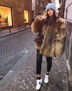 """Gefällt 5,000 Mal, 52 Kommentare - Fabrizia De Leo (@fabrideleo) auf Instagram: """"Running around Christmassy Naples.. # #☺️"""""""