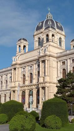 The biggest meteorite collection in the world, a digital planetarium, the Stone Age Venus of Willendorf, animated dinosaurs and many other secrets of nature can be discovered in the Natural History Museum. Your benefit with the Vienna City Card: 17% off! ©Wien Tourismus