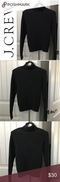 J. Crew 100% Wool Sweater Size Small J. Crew 100% Wool Charcoal Gray Turtle Neck Sweater Size Small. This sweater is very warm and a very classy sweater that can be dressed up or down. In excellent condition. Definitely a staple for your closet for years to come. 😉👍🍁🍂🍁🍂 J. Crew Sweaters Cowl & Turtlenecks