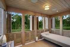 Belle véranda au design rustique facilement transformable en chambre d'appoint
