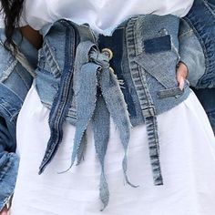 Perfect reworked denim jacket / trench for spring - TheTellMeWhy Denim Ideas, Denim Trends, Love Jeans, Jeans Rock, Custom Clothes, Diy Clothes, Denim Crafts, Altered Couture, Recycled Fashion