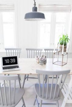 Ive always loved this chair style. grey, wood and white dining room photo: anetteshus Gray Dining Chairs, Table And Chairs, White Chairs, White Kitchen Chairs, Small Chairs, Rattan Chairs, Wooden Chairs, Kitchen Wood, Desk Chairs