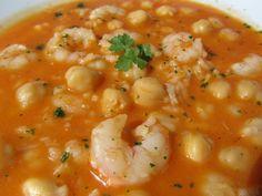 Un delicioso plato de cuchara o potaje, como le llamamos aquí, garbanzos con gambas y arroz , con 4 cositas y está de rico, con Thermomix ...