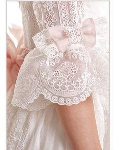 🌹#VestidosdeComunion #LeonorySofia al #detalle 🌹 👉Reserva tu cita ☎️ 691470779 📩 info@leonorysofia.com #Comuniones2018 #aMedida… Little Girl Dresses, Girls Dresses, Flower Girl Dresses, Fashion Kids, Première Communion, Kids Gown, Sleeves Designs For Dresses, First Communion Dresses, Christening Gowns