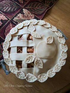Beginning my holiday baking. Holiday Pies, Holiday Baking, Vodka Pie Crust, Creative Pie Crust, Beautiful Pie Crusts, Pie Crust Designs, Pie Decoration, Pies Art, Thanksgiving Pies