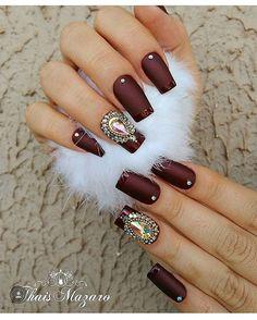 @thaismazaro #joiasdeunhas #unhasdediva #unhasdecoradas #unhaskeycacau Matte Nails, Glitter Nails, Acrylic Nails, Great Nails, Fun Nails, Acrylic Nail Designs, Nail Art Designs, Bridal Nail Art, Nail Accessories