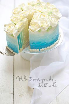Butter cream cake with vertical layers Gorgeous Cakes, Pretty Cakes, Cute Cakes, Yummy Cakes, Amazing Cakes, Food Cakes, Cupcake Cakes, Dessert Aux Fruits, Occasion Cakes