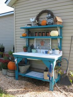 Outdoor baker rack 1,  very nice idea for a potting table