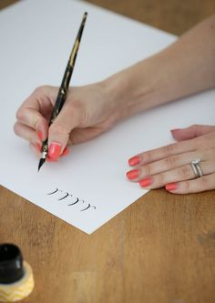 I WILL LEARN Calligraphy! How to Learn Calligraphy - learn calligraphy on your own with this step-by-step series & free printables Calligraphy Letters, Caligraphy, Modern Calligraphy, How To Learn Calligraphy, Calligraphy Course, Calligraphy Lessons, Calligraphy Tutorial, Do It Yourself Inspiration, Drawn Art