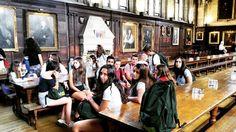 Nooooo! No están en un set de #HarryPotter.  Son los chicos del programa de #Oxford Quien se encuentre que se etiquete o comente citándose!  Contadnos recuerdos de este momento  Mirad nuestro Facebook que estamos colgando las fotos de todos los programas 2015  http://ift.tt/1PhX4ZH  #UK #GreatBritain #England #Inglaterra #Anglaterra  #OxfordCityCollege #College #summer #young #teenagers #boys #girls #city #english #inglés #idioma #awesome #Verano #friends #group