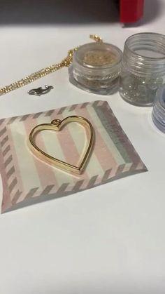 Epoxy Resin Art, Diy Resin Art, Diy Resin Crafts, Diy Crafts Hacks, Diy Crafts For Gifts, Diy Arts And Crafts, Resin Jewelry Making, Clay Jewelry, Jewelry Crafts