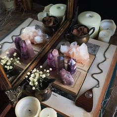 Altar wicca discovered by Ihana Nartelb on We Heart It Crystals And Gemstones, Stones And Crystals, Wicca Crystals, Meditations Altar, Deco Zen, Boho Home, Meditation Space, Meditation Corner, Meditation Room Decor