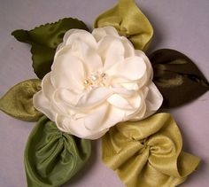 @jillane Palacios..... I'm gonna be needing one of these please. fabric leaves and flower