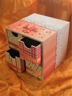 Charmosa caixa em mdf com gavetas