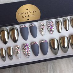 Chrome press on nails with matte and genuine Swarovski Crystal accent nails. Available in any shape & size. Choose a 10 Nail set or a Full Set of 20 nails (All Sizes) if unsure of sizing. Sizes: XS, S, M, L XS: THUMB 3, POINT 6, MIDDLE 5, RING 7, PINKY