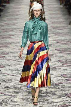 Milan Fashion Week: mix de cores marca presença nas passarelas.