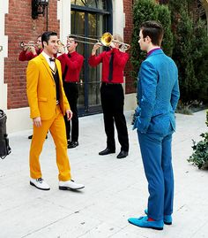 Klaine, 5.01. Their outfits just get crazier and crazier...