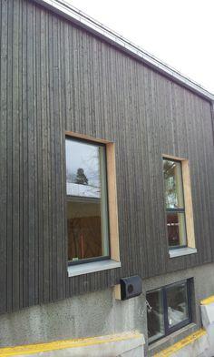Bilderesultat for stående bordkledning vindu Garage Doors, New Homes, Bud, Outdoor Decor, House, Interiors, Home Decor, Decoration Home, Room Decor