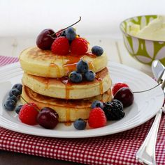 Crumpets-with-Berries1