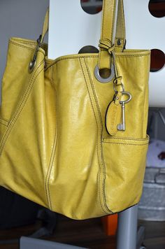 Love the soft yellow leather of this fossil bag annd the cutekey tag!