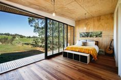 Rustic Off-Grid Pump House is a Solar-Powered Weekend Getaway in Australia - Arquitetura Sustentável Architecture Durable, Sustainable Architecture, House Architecture, Off Grid House, Lakeside Cabin, Eco Cabin, Haus Am See, Pump House, House 2