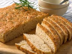 Foccacia med speltmel (lavFODMAP) Meatloaf, Crackers, Food Inspiration, Bread Recipes, Banana Bread, Baking, Desserts, Mat, Bakken