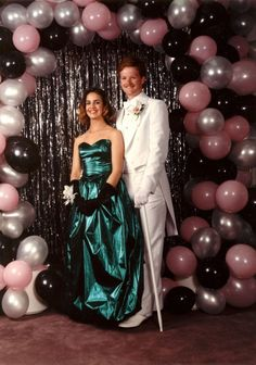 35 Ridiculous Prom Photos Looks like Conan I'Brien. And he has a pimp cane! Vintage Prom, Prom Photos, Prom Pictures, Prom Photo Booth, Prom Balloons, Prom Backdrops, Streamer Backdrop, Backdrop Ideas, Look 80s