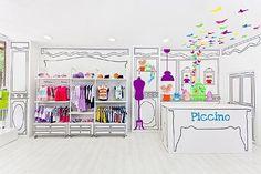 Decoración mínima para una tienda de golosinas y una de moda infantil