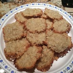 These authentic egg-free Australian cookies are made with oats, coconut, and golden cane syrup. Australian Cookies, Australian Food, Biscuits Anzac, Kinds Of Cookies, Golden Syrup, Biscuit Recipe, Dessert Recipes, Desserts, Cravings