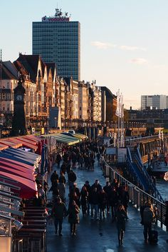 Dusseldorf (Rhine-Westphalia)    (Source: Flickr / Croaghaun )