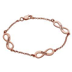 Onze vergulde infinity-armband in roségoud symboliseert de eeuwig voortdurende liefde. Laat je eeuwige vriendschap of liefde voor de speciale personen in je leven zien met een ingegraveerde hanger voor iedere persoon (max. 4 hangers). De stijlvolle hangers zitten aan een vergulde rollo-ketting in roségoud. Deze armband is ook verkrijgbaar in <a href=./product.aspx?p=2981>een zilveren</a> en <a href=./product.aspx?p=2989>vergulde</a&...