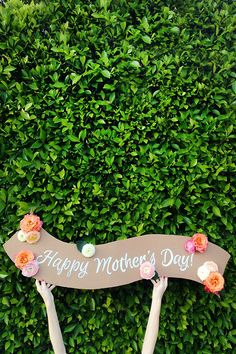 DIY fresh flower banner by Studio DIY    but you could use silk so it lasts forever!