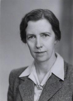 Mary Cartwright, (1900-1998), fue una matemática británica. Publicó el teorema de Cartwright, sobre máximos de funciones. Se puede decir, que con su teorema y sus estudios con Littlewood empieza la teoría del caos. En 1947 se convirtió en la primera mujer matemática en ingresar en la Royal Society, llegando a presidir la Sociedad Matemática de Londres en 1961.