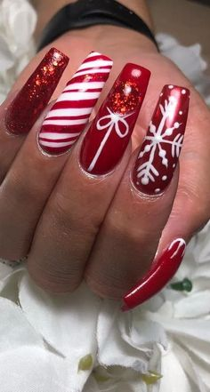 Amazing christmas nails designs for new year party for 2019 part 13 Chistmas Nails, Christmas Nail Polish, Cute Christmas Nails, Christmas Nail Art Designs, Holiday Nail Art, Xmas Nails, New Year's Nails, Red Nails, Polish Nails