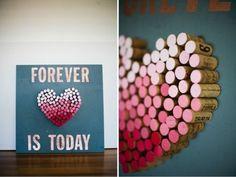Crea un cuore colorato con i tappi di sughero delle bottiglie di vino, aggiungi qualche scritta d'effetto e ne otterrai un bel quadro per san valentino fatto a mano  #sanvalentino #amore #love #diy #faidate #idee #regalo #regali