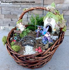 Easter Basket Fairy Garden Easter Basket Fairy Garden Tired of the same old Easter baskets? This is a fun way to mix up the traditional Easter basket into something … Mini Fairy Garden, Fairy Garden Houses, Garden Pond, Garden Basket, Easter Traditions, Miniature Fairy Gardens, Garden Crafts, Easter Baskets, Easter Crafts