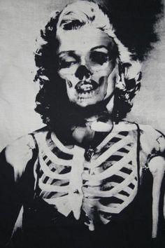 55 Ideas for pop art photography inspiration marilyn monroe Art Beat, Art Pop, Desenho Tattoo, Arte Horror, Norma Jeane, Skull And Bones, Mixing Prints, Skull Art, Skull Icon