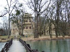 Janohrad - Entry over bridge