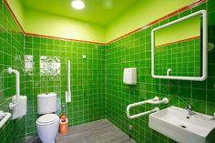 Vista de uno de nuestros 3 baños. 5,4 M2 de superficie. Espejo anti vaho. Adaptado para todo tipo de minusvalías.