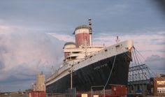 Crystal Cruises quiere poner de nuevo en uso al SS United States - http://www.absolutcruceros.com/crystal-cruise-quiere-poner-de-nuevo-a-flote-al-ss-united-state/