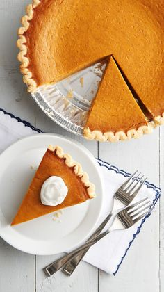 We really mean it this time — this is the easiest pumpkin pie recipe out there. So easy that you don't even have to wait 'til the holidays to make it. Low Carb Pumpkin Pie, Pumpkin Custard, Easy Pumpkin Pie, Vegan Pumpkin Pie, Pumpkin Pie Bars, Homemade Pumpkin Pie, Pumpkin Pie Recipes, Pumpkin Dessert, Traditional Pumpkin Pie Recipe