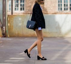 6 Chic Ways the Street Style Pros Showed Some Skin at Australian Fashion Week Best Loafers, Gucci Loafers, Loafers Men, Gucci Shoes, High Heel Loafers, Block Heel Loafers, Loafers Outfit, Heels Outfits, Tassel Loafers