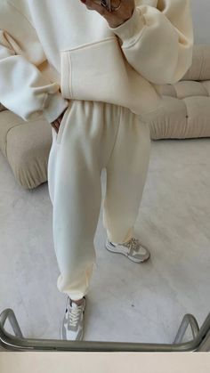 Basic Outfits, Trendy Outfits, Fall Outfits, Fashion Poses, Fashion Tips For Women, Pajamas Women, Autumn Winter Fashion, Ootd, Sweats Outfit