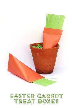 Easter is just around the corner so I thought I'd share a quick little craft with you – Diy Easter Carrot Treat Boxes. These cute little sour cream container boxes are so easy to put together and so much fun to make. Easter Treats, Easter Gift, Orange Paper, Easter Table Decorations, Craft Stick Crafts, Diy Crafts, Paper Crafts, Diy Origami, Easter Dinner