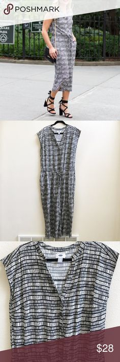 """NWOT Black & White Jumpsuit This posh jumpsuit is perfect for spring to fall weather and is sure to make you look on top of your fashion game! It has side pockets, a drawstring waist, trendy wide legs, cap sleeves, a button up bodice, and has never been worn! Depending on your height it'll be a cropped or stretch look. The measurements are as follows: 21"""" flat bust, 20"""" shoulder to waist, 22"""" inseam (slightly dropped crotch), and 35.5"""" waist to hem. Size is a L tall. Old Navy Pants Jumpsuits…"""