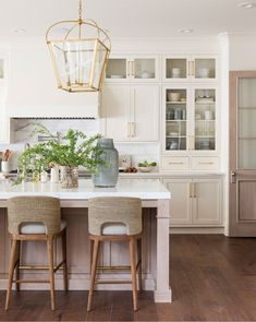 There is no question that designing a new kitchen layout for a large kitchen is much easier than for a small kitchen. A large kitchen provides a designer with adequate space to incorporate many convenient kitchen accessories such as wall ovens, raised. Home Decor Kitchen, Interior Design Kitchen, Kitchen Furniture, Home Design, New Kitchen, Home Kitchens, Kitchen Dining, Kitchen Ideas, Kitchen Designs
