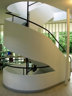 Modern House Constructed in 1929 & Villa Savoye by Le Corbusier New Staircase, Modern Staircase, Staircase Design, Staircases, White Staircase, Staircase Ideas, Contemporary Living Room Furniture, Contemporary Stairs, Contemporary Decor