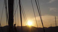 Mallorca Ausflug: Segelboot Romantik auf Mallorca. Zweisamkeit bei romantischem Segelausflug geniessen.
